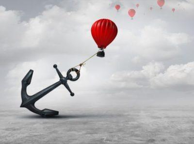 ancora prendendo um balão de voar