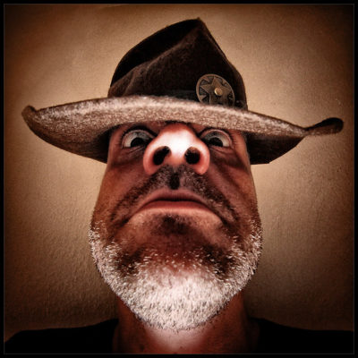 xerife com cara de disciplina